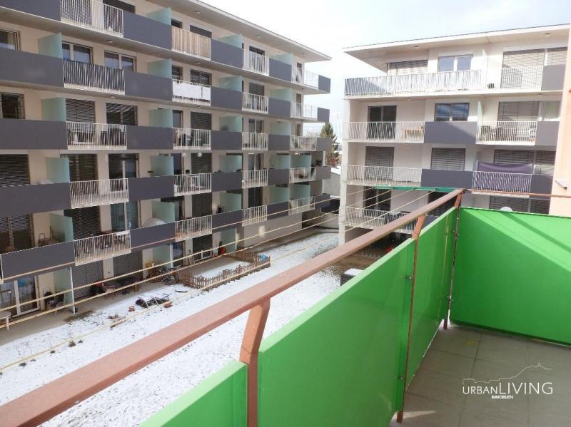 Moderne Stadtwohnung mit offenem Kamin
