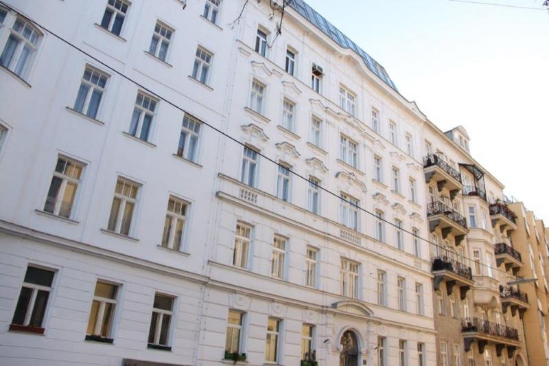 GRÜNER PRATER-DONAUKANAL-NÄHE, klimatisiertes 160 m2 Dachgeschoß mit 18 m2 Terrasse, 3 Zimmer, Komplettküche, 2 Bäder, unbefristet!