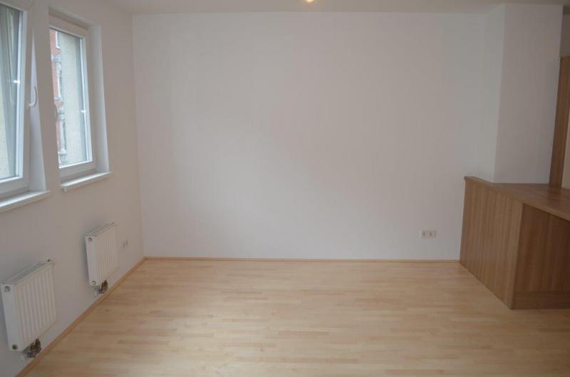 HÖRLGASSE! NEU SANIERTE 64  m2 NEUBAU, 2 Zimmer, Komplettküche, Wannenbad; Parketten, 5. Liftstock;  /  / 1090Wien / Bild 2