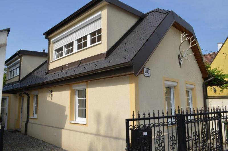HIRSCHSTETTNER STRASSE, soniges 120 m2 Einfamilienhaus, 4 Zimmer, Komplettküche, Wannenbad, Terrasse/Garten, 190 m2  Gesamtgrund