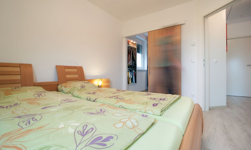 Ziegelmassives Einzelhaus, vollunterkellert mit Traumgarten (Eigengrund). Alleineigentum! /  / 2100Leobendorf / Bild 2