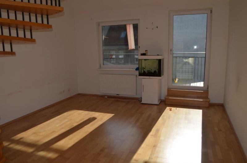 DACHGESCHOSS! RESCHGASSE, sonnige 83 m2 Dachmaisonette mit 8 m2 Balkon/Loggia, 2 Zimmer, Galerie, Komplettküche, Wannenbad, Parketten,