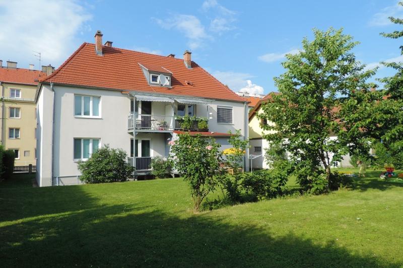 gbild -- Wohnen im Grünen - 2-Zimmerwohnung mit Balkon und Garten  /  / 2410Hainburg an der Donau / Bild 0