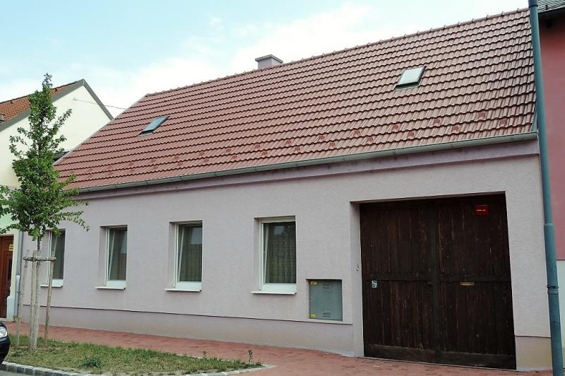 gbild -- Helles Familienhaus mit Innenhof und großem Obstgarten /  / 2261Angern an der March / Bild 0