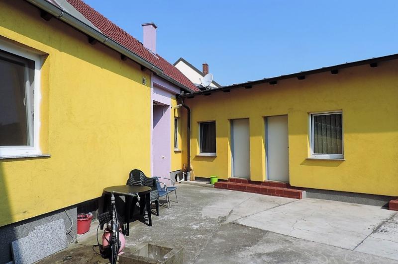 gbild -- Helles Familienhaus mit Innenhof und großem Obstgarten /  / 2261Angern an der March / Bild 2