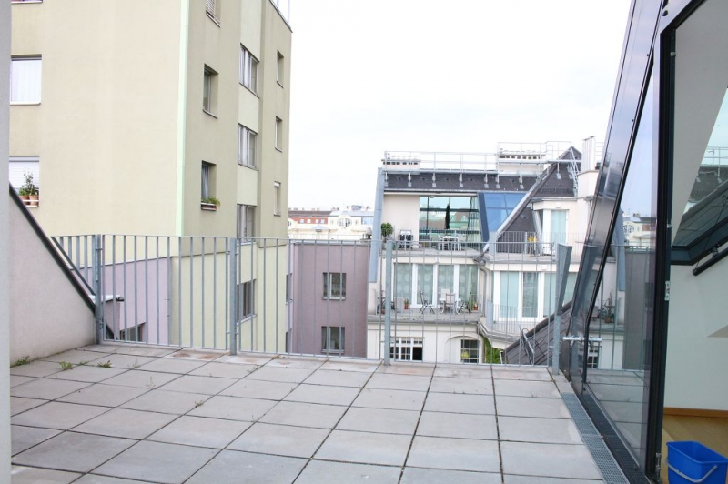 gbild -- BÖCKLINSTRASSE! PRATERCOTTAGE-DONAUKANAL-NÄHE, klimatisiertes 144 m2 Dachgeschoß mit 48 m2 Terrassen/Loggia, 3 Zimmer, Komplettküche, Wannenbad, Fernblick, unbefristet! /  / 1020Wien / Bild 6