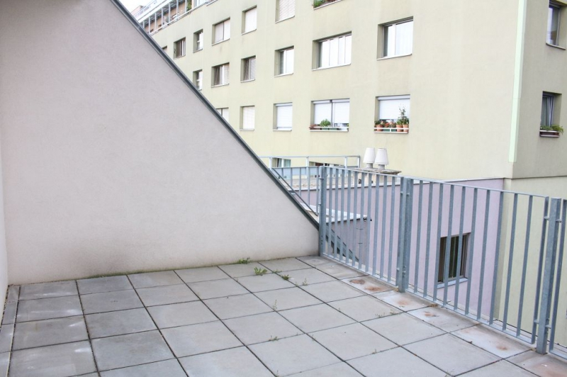 gbild -- BÖCKLINSTRASSE! PRATERCOTTAGE-DONAUKANAL-NÄHE, klimatisiertes 144 m2 Dachgeschoß mit 48 m2 Terrassen/Loggia, 3 Zimmer, Komplettküche, Wannenbad, Fernblick, unbefristet! /  / 1020Wien / Bild 7