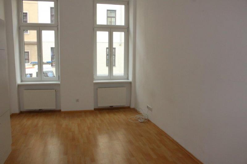 SINGLEHIT; WURMSERGASSE; UNBEFRISTETE 27 m2 ALTBAU-GARCONNIERE; Einzelwohnraum, Kochnische, Duschbad;