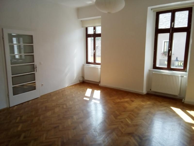 gbild -- Bezaubernde Wohnung im ersten Stock- hell und zentrumsnah /  / 2410Hainburg an der Donau / Bild 1