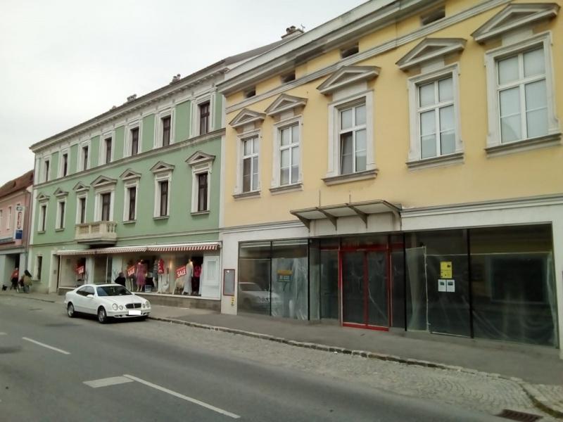jpgcnt ---- Bezaubernde Wohnung im ersten Stock- hell und zentrumsnah /  / 2410Hainburg an der Donau / Bild 2