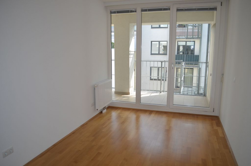 jpgcnt ---- HUMBOLDTGASSE! UNBEFRISTET! BEHINDERTENGERECHTE 80 m2 ALTBAU INKLUSIVE LOGGIA, 2 Zimmer, Kochnische, Duschbad, 4. Liftstock,  /  / 1100Wien / Bild 3