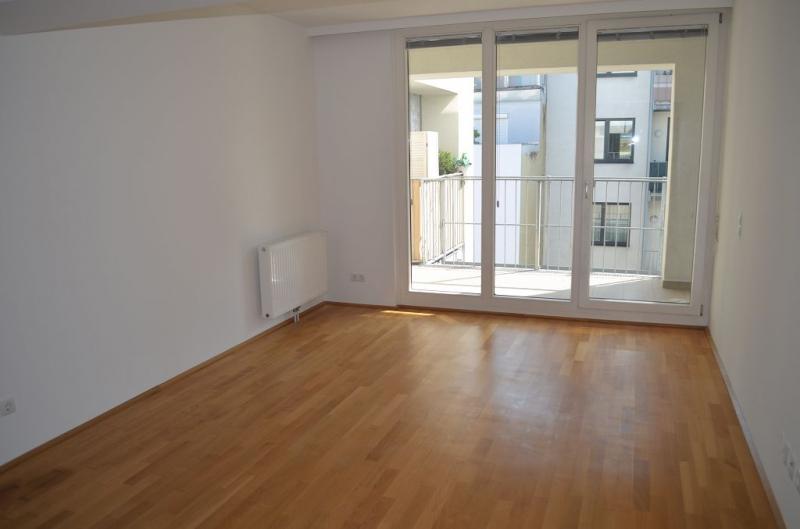 gbild -- HUMBOLDTGASSE! UNBEFRISTET! BEHINDERTENGERECHTE 80 m2 ALTBAU INKLUSIVE LOGGIA, 2 Zimmer, Kochnische, Duschbad, 4. Liftstock,  /  / 1100Wien / Bild 4