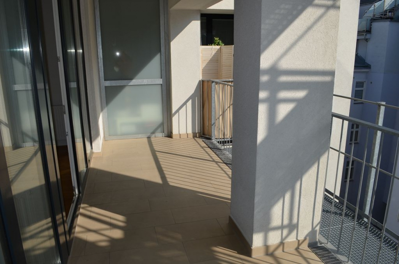 gbild -- HUMBOLDTGASSE! UNBEFRISTET! BEHINDERTENGERECHTE 80 m2 ALTBAU INKLUSIVE LOGGIA, 2 Zimmer, Kochnische, Duschbad, 4. Liftstock,  /  / 1100Wien / Bild 7