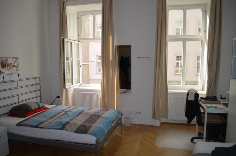 THERESIENGASSE, AKH-Nähe,  unbefristete 44 m2 Altbau-Garconniere,  Einzelwohnraum,  Komplettküche, Duschbad, Parketten /  / 1180Wien / Bild 1