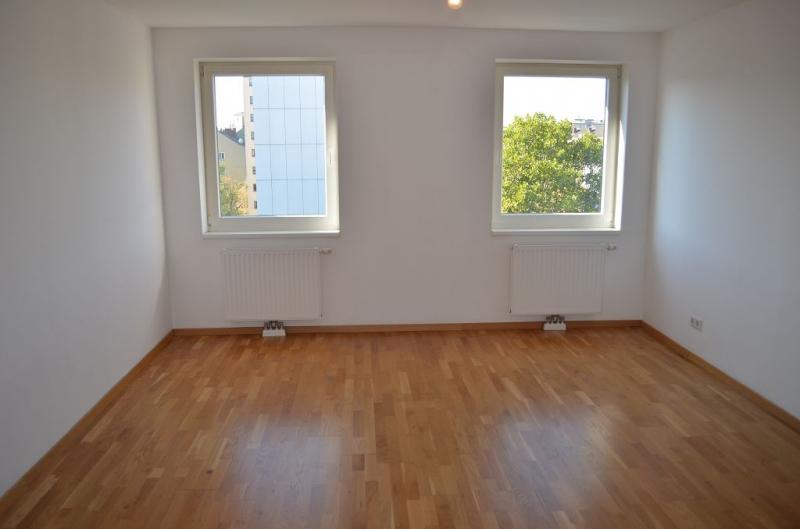 HOLBEINGASSE, DACHGESCHOSS!  unbefristete 69  m2 Altbau, 3  Zimmer, 2er-WG-geeignet, Kochnische, Wannenbad, Parketten; Ruhelage
