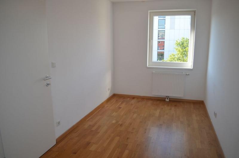 HOLBEINGASSE, DACHGESCHOSS!  unbefristete 69  m2 Altbau, 3  Zimmer, 2er-WG-geeignet, Kochnische, Wannenbad, Parketten; Ruhelage /  / 1100Wien / Bild 2