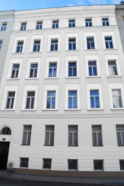 Exklusive 3 Zimmer Altbau Wohnung, mit Balkon!