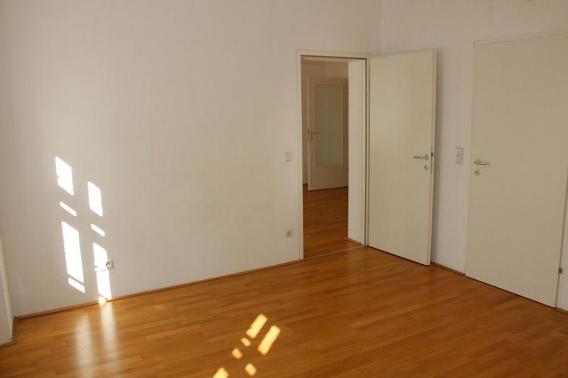 gbild -- PENZINGER STRASSE! unbefristete 60 m2 Altbau, Wohnzimmer mit Komplettküche, Schlafzimmer, Wannenbad, Parketten /  / 1140Wien / Bild 7