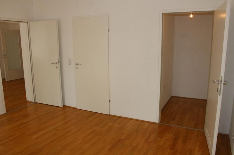 gbild -- PENZINGER STRASSE! unbefristete 60 m2 Altbau, Wohnzimmer mit Komplettküche, Schlafzimmer, Wannenbad, Parketten /  / 1140Wien / Bild 8