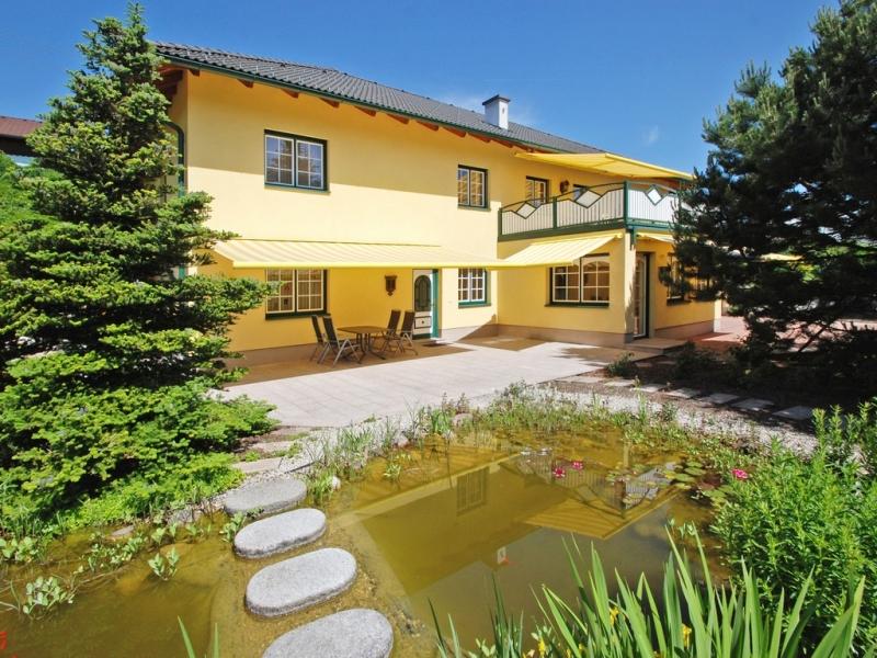 Großzügige Einfamilienvilla mit gepflegtem Süd-Ostgarten in Seewalchen am Attersee