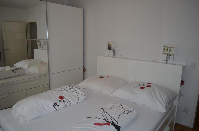 gbild -- HALBGASSE BEI BURGGASSE; TOPGEPFLEGTE 54 m2 NEUBAU MIT 5 m2 LOGGIA; 2 Zimmer, Kochnische, Wannenbad, Parketten;  /  / 0Wien / Bild 8