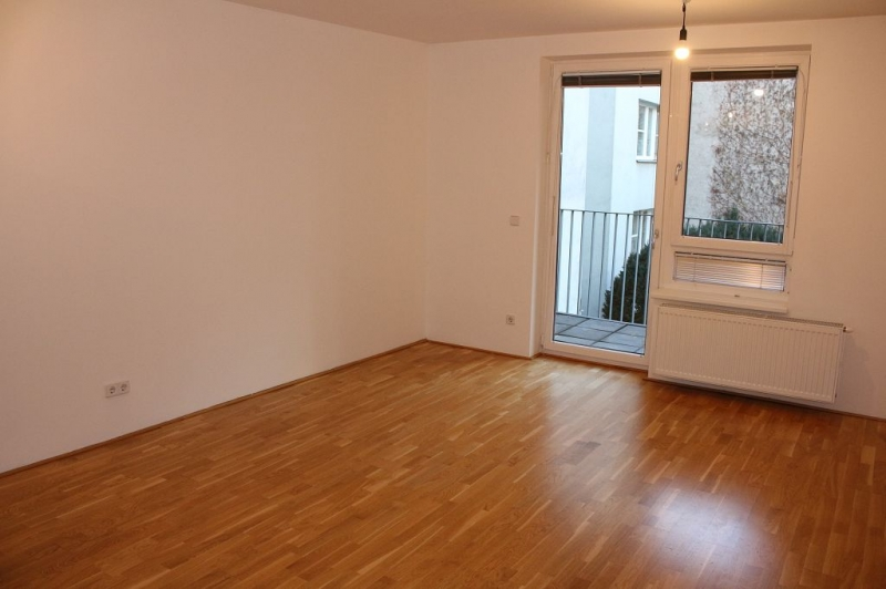 gbild -- HALBGASSE! TOPGEPFLEGTE 54 m2 NEUBAU MIT 5 m2 LOGGIA; 2 Zimmer, Kochnische, Wannenbad, Parketten;   /  / 1070Wien / Bild 0