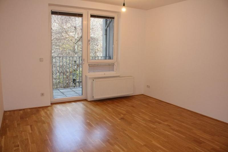gbild -- HALBGASSE! TOPGEPFLEGTE 54 m2 NEUBAU MIT 5 m2 LOGGIA; 2 Zimmer, Kochnische, Wannenbad, Parketten;   /  / 1070Wien / Bild 1
