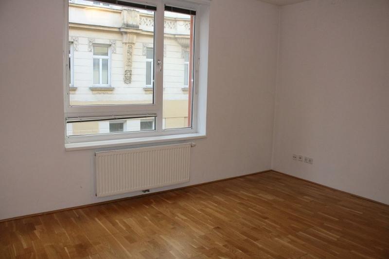 jpgcnt ---- HALBGASSE! TOPGEPFLEGTE 54 m2 NEUBAU MIT 5 m2 LOGGIA; 2 Zimmer, Kochnische, Wannenbad, Parketten;   /  / 1070Wien / Bild 3
