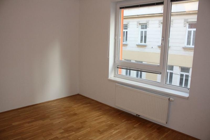 jpgcnt ---- HALBGASSE! TOPGEPFLEGTE 54 m2 NEUBAU MIT 5 m2 LOGGIA; 2 Zimmer, Kochnische, Wannenbad, Parketten;   /  / 1070Wien / Bild 4