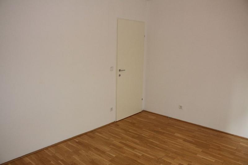 jpgcnt ---- HALBGASSE! TOPGEPFLEGTE 54 m2 NEUBAU MIT 5 m2 LOGGIA; 2 Zimmer, Kochnische, Wannenbad, Parketten;   /  / 1070Wien / Bild 5