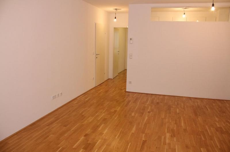 gbild -- HALBGASSE! TOPGEPFLEGTE 54 m2 NEUBAU MIT 5 m2 LOGGIA; 2 Zimmer, Kochnische, Wannenbad, Parketten;   /  / 1070Wien / Bild 2