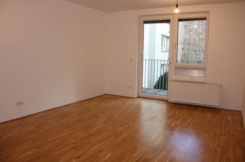 gbild -- HALBGASSE! TOPGEPFLEGTE 54 m2 NEUBAU MIT 5 m2 LOGGIA; 2 Zimmer, Kochnische, Wannenbad, Parketten;   /  / 1070Wien / Bild 3