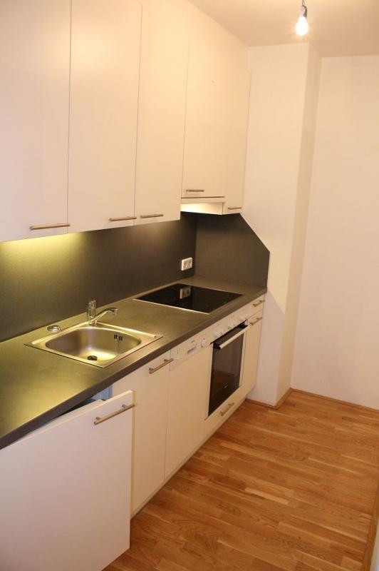 gbild -- HALBGASSE! TOPGEPFLEGTE 54 m2 NEUBAU MIT 5 m2 LOGGIA; 2 Zimmer, Kochnische, Wannenbad, Parketten;   /  / 1070Wien / Bild 9