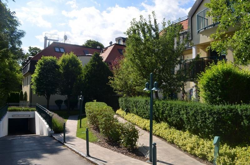 GRINZINGER ALLEE; SONNIGE 69 m2 NEUBAU MIT 214 m2 GARTEN/TERRASSE;  2 Zimmer, Komplettküche, Wannenbad, Parketten; Grünruhelage; Tiefgaragenplatz wäre möglich!