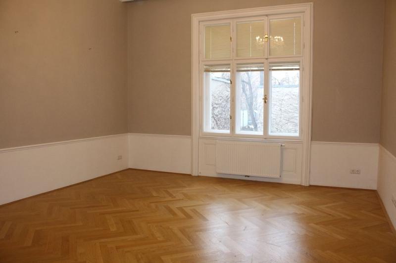 STIFTGASSE! SPITTELBERG! topgepflegte 122 m2 Altbau mit 3 m2 Balkon,3 Zimmer, Kabinett, Extraküche, 2 Bäder, Parketten, Flügeltüren, befristet