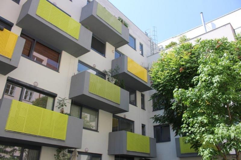 ANDREASGASSE BEI FUZO MARIAHILFER  STRASSE;  85 m2 NEUBAU MIT 8 m2 BALKONE, 3 Zimmer, 2er-WG-geeignet, Komplettküche, Wannenbad, Parketten; Hofruhelage;