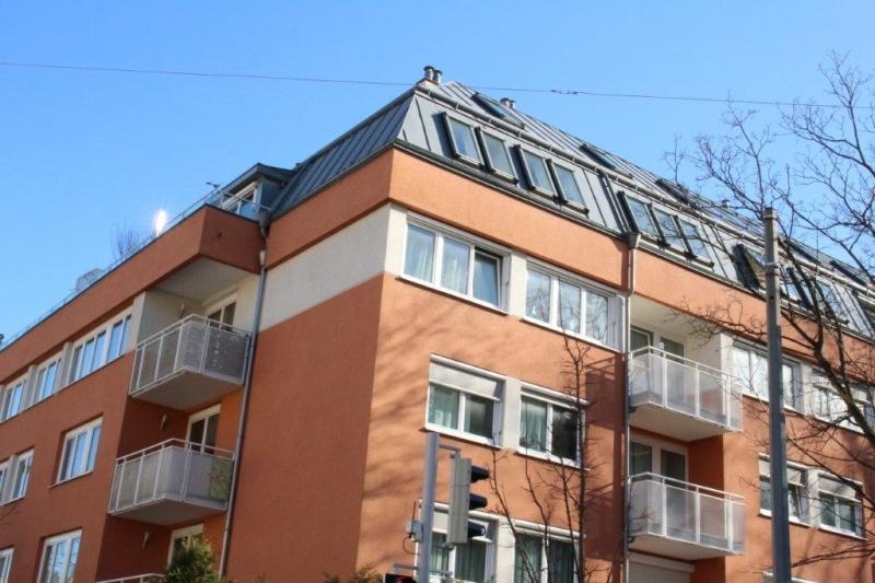 GERSTHOFER STRASSE / ERNDTGASSE, sonnige 57 m2 Dachgeschoss mit 15 m2 Terrasse/Balkon; 2 Zimmer, Komplettküche, Wannenbad, Ruhelage;
