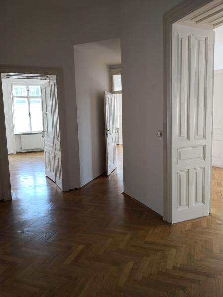 gbild -- Großzügige Familienwohnung mit Balkon in Grünlage /  / 2100Korneubung / Bild 1