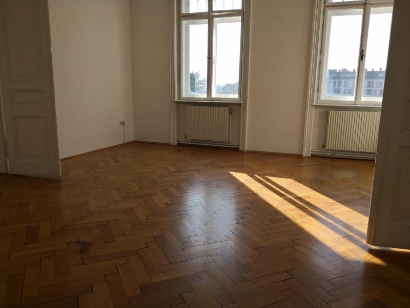 gbild -- Großzügige Familienwohnung mit Balkon in Grünlage /  / 2100Korneubung / Bild 2