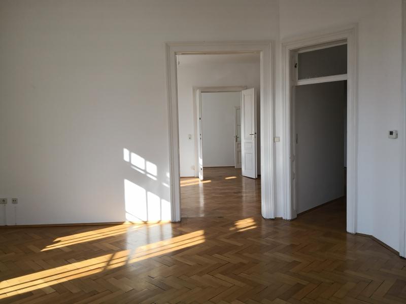 gbild -- Großzügige Familienwohnung mit Balkon in Grünlage /  / 2100Korneubung / Bild 3