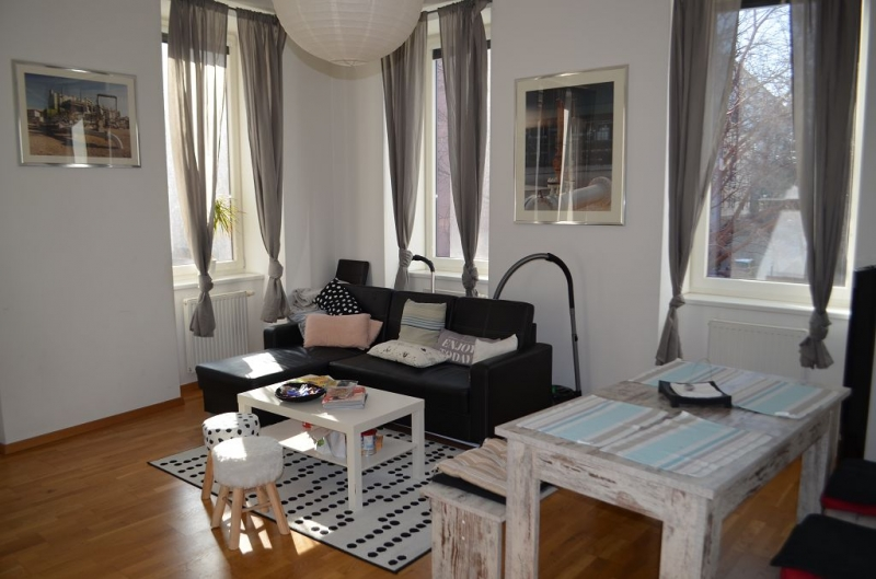 HOLBEINGASSE, unbefristete 89 m2 Altbau , 4  Zimmer, 4er-WG-geeignet, Extraküche, Wannenbad, Parketten; Ruhelage