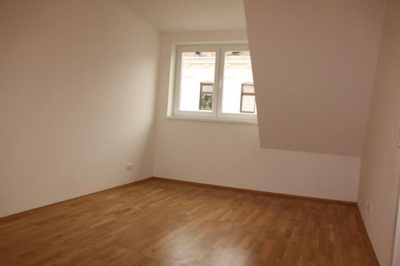 DACHGESCHOSS! Randhartingergasse, sonnige 42 m2 Dachgeschoß, 2 Zimmer, Extraküche, Duschbad, Parketten, Ruhelage;