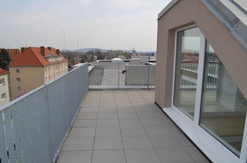 MAXIMILIANSTRASSE! PROVISIONSFREI! DACHGESCHOSS! Erstbezug, klimatisiertes 117 m2 Dachgeschoß mit 94 m2 Terrasse, 4 Zimmer, Komplettküche, 2 Bäder; exclusive Ausstattung, befristet, Fernblick!