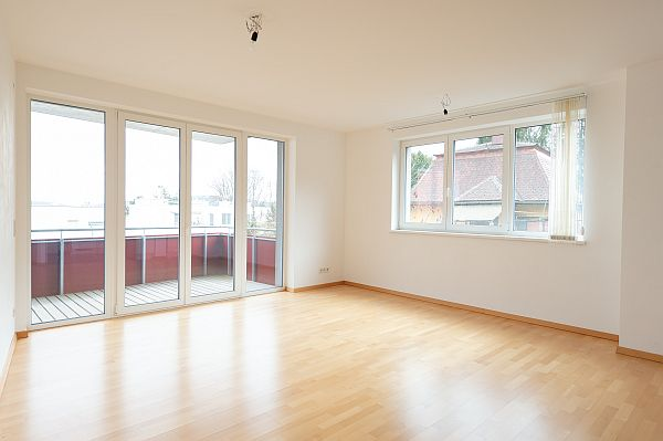 Eigentumswohnung mit 4 Zimmern & Balkon, Top2