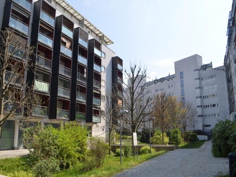 TOKIOSTRASSE, sonnige 59 m2 Neubau inklusive 6 m2 Loggia, 2 Zimmer, Komplettküche; Wannenbad, Parketten; 5. Liftstock;