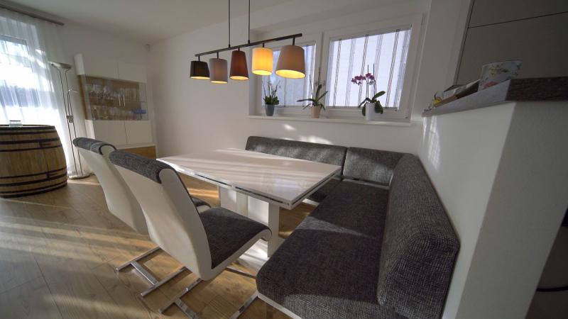 Ziegel-Massiv Doppelhaushälfte mit 4 Zimmern, Keller, Terrasse, Eigengarten und 2 Parkplätzen. Provisionsfrei. /  / 2100Korneuburg / Bild 1