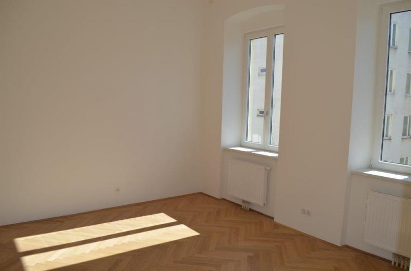 LAZARETTGASSE - NADLERGASSE, AKH-Nähe, sonnige 68 m2 Altbau, 2 Zimmer, Wohnküche, Wannenbad, Parketten, SAT/TV, befristet, 4. Liftstock