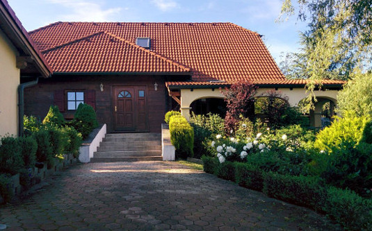 Komfortables Einfamilienhaus, zusätzlich Büro/Ordination-Nutzung möglich!