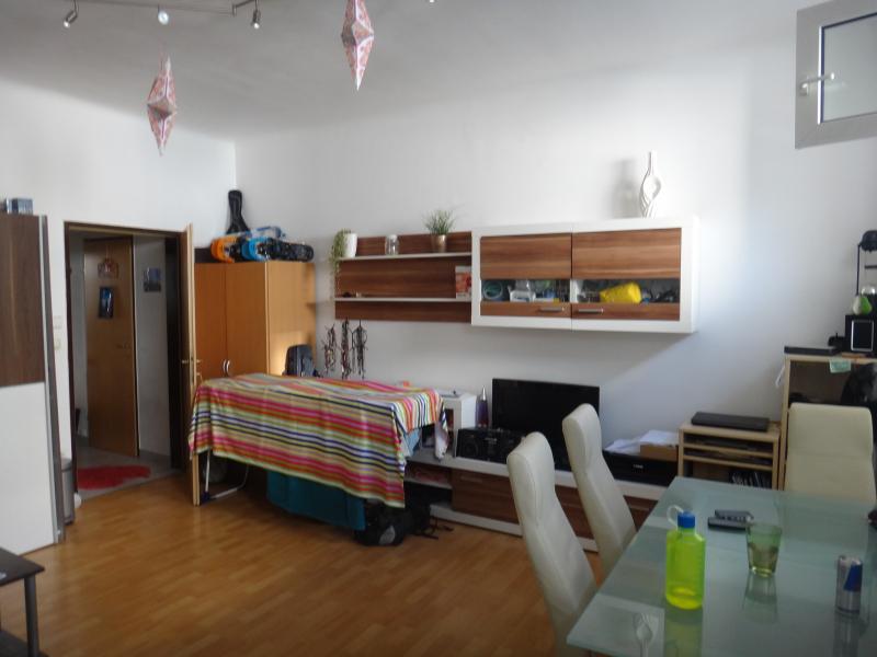 PIA - Ruhige 2 Zimmer in urbaner Ruhelage